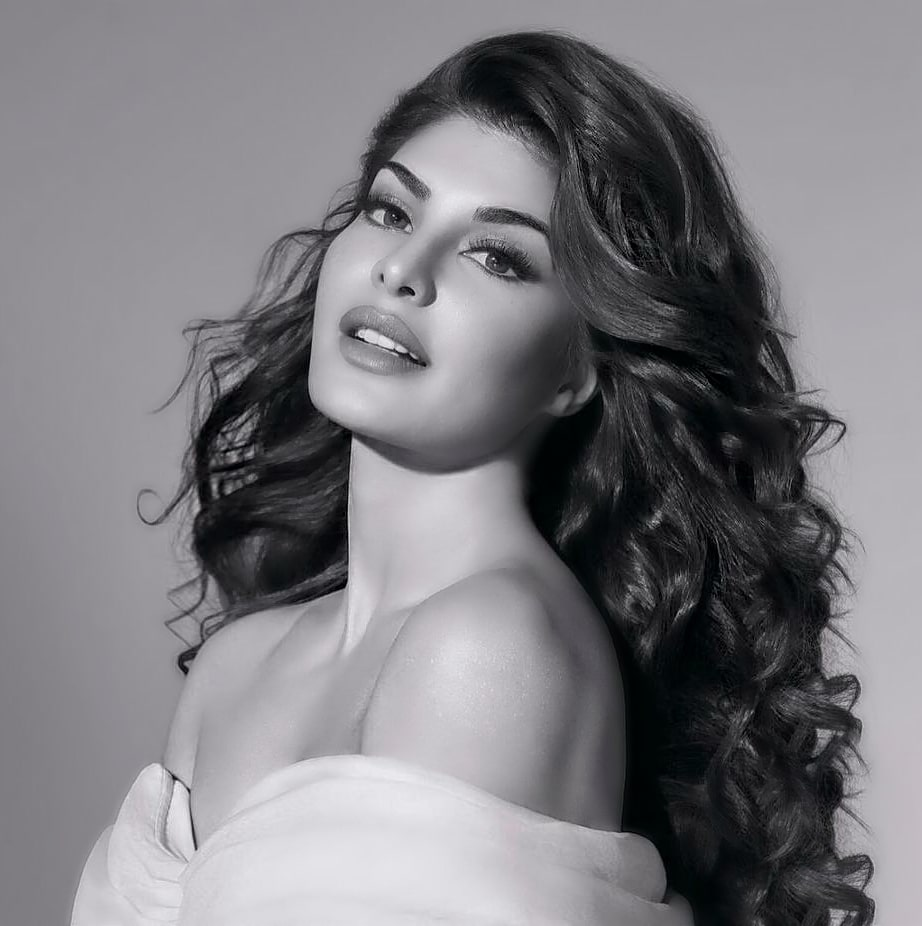 jacqueline fernandez hot photo, jacqueline fernandez black and white photo
