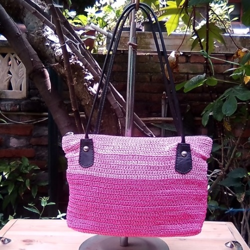 Tas Rajut Warna Kombinasi Pink Dengan Tali Kulit Asli