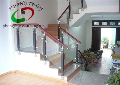 Mẫu thiết kế cầu thang đơn giản số 2 nhà diện tích nhỏ