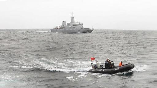 البحرية الملكية تحبط محاولة لتهريب طُنّّيْن من المخدرات على متن قارب صيد بعرض الحسيمة