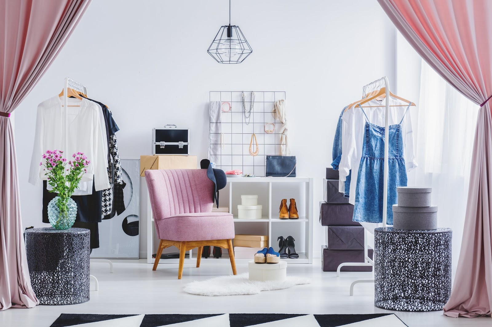 26838d3a18440 Do you feel you lost your style? Do you open your closet and you feel like  you have nothing to wear? Are you concerned that a professional stylist will  ...