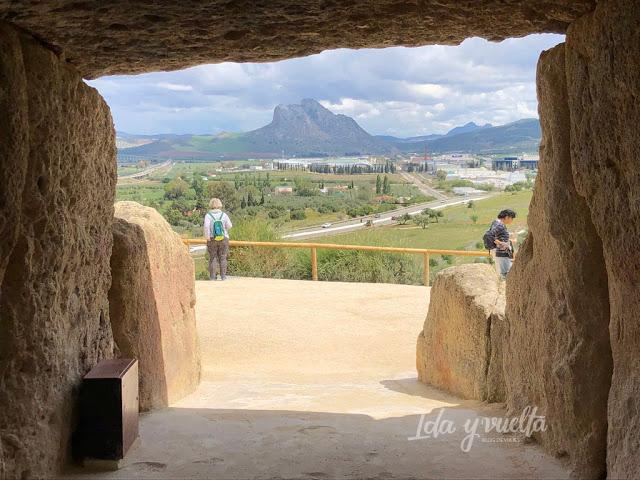 Visitar Dólmenes de Antequera Peña de los Enamorados desde el interior