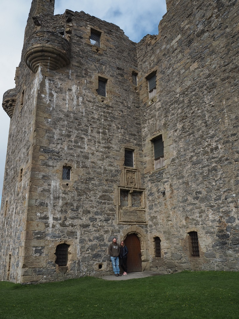 Couple in front of Scalloway castle