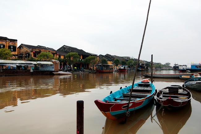 Barcas en el río de Hoi An