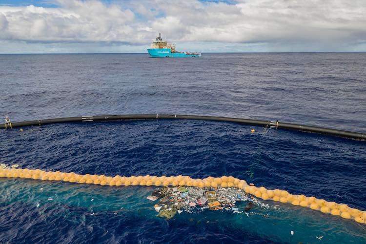 This Huge Floating Machine Successfully Collects Plastic From Great Pacific Garbage Patch
