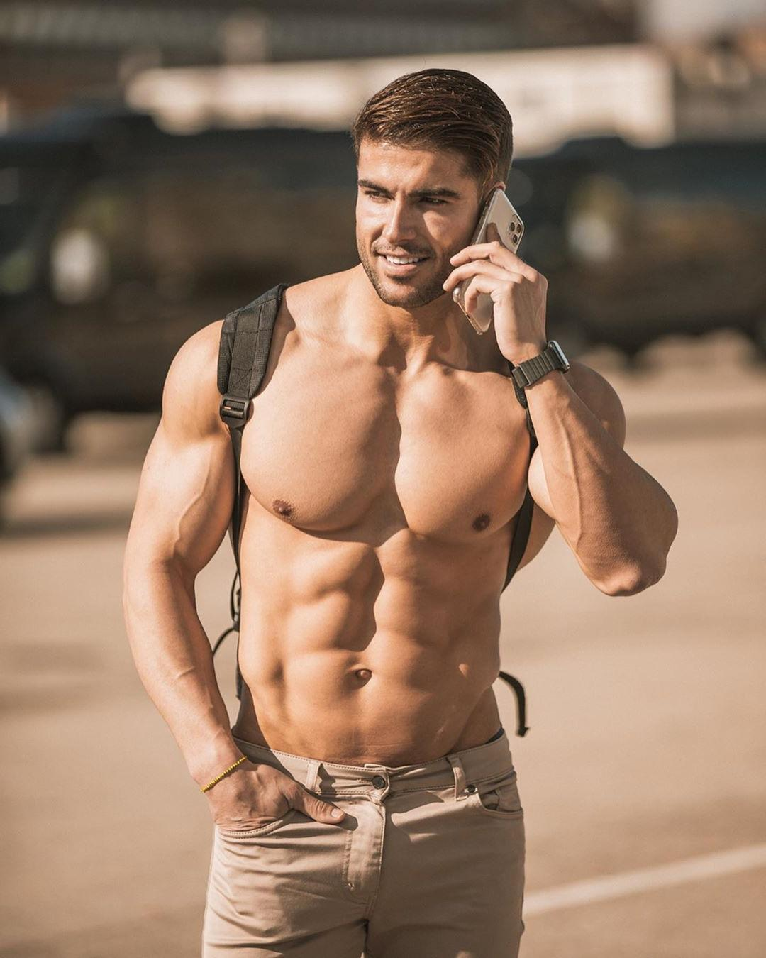 sexy-dudes-huge-muscle-pecs
