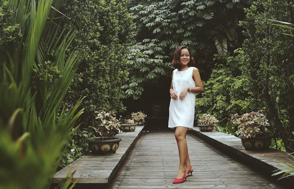 Oasis-Manila-Woman-In-Digital
