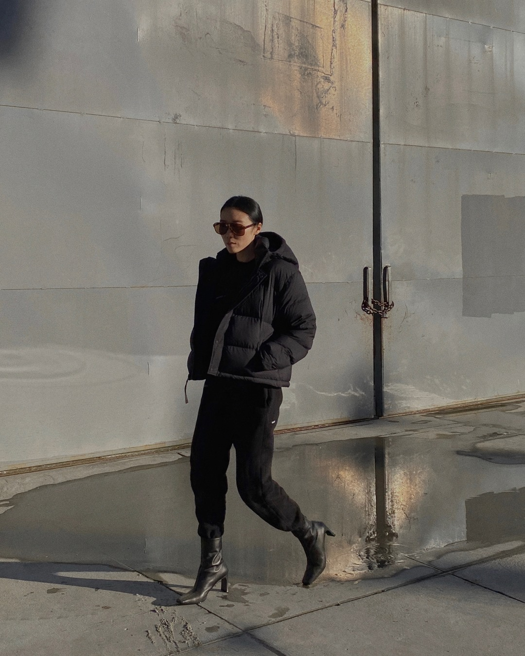The Best Puffer Coats — @andyheart in a minimalist winter outfit with a black puffer coat