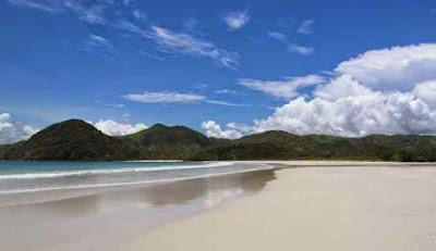 Eksotika Pasir Putih Pantai Selong Belanak Lombok