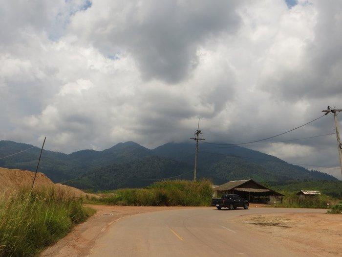 Горы сквозь облака Таиланд