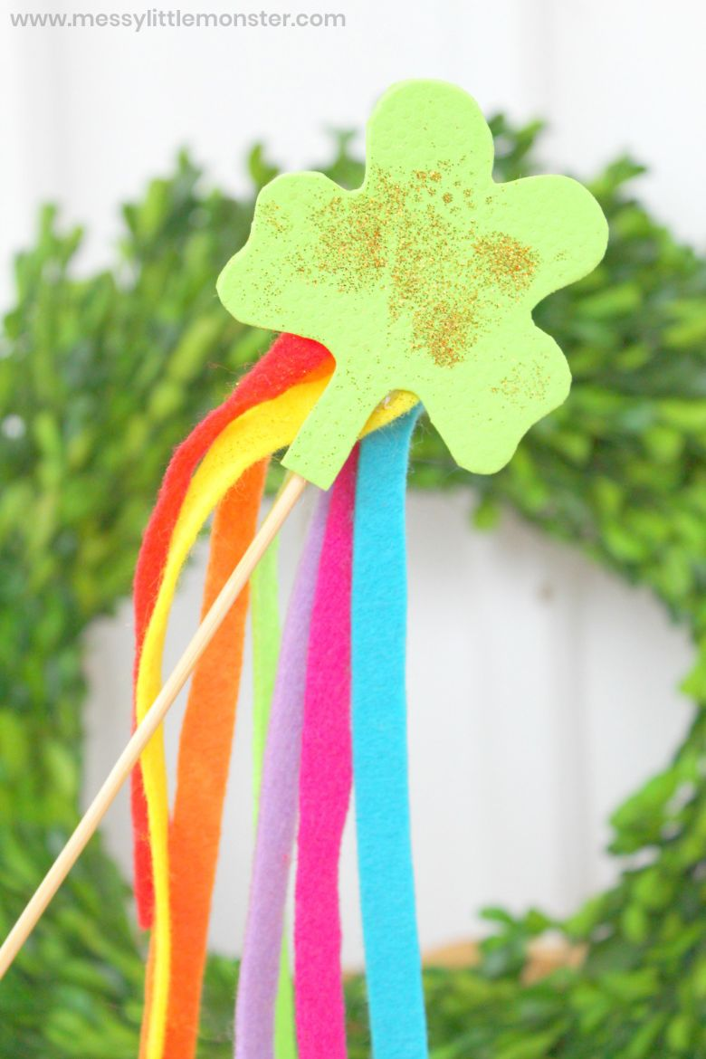 St Patricks day crafts for preschoolers - shamrock wand