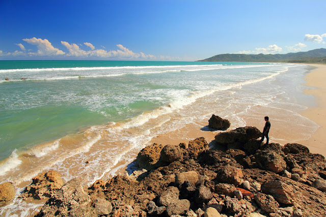 View pantai Buraen