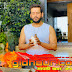 कोरोना से शांति के लिए भाजपा सांसद रवि किशन अपने घर पर कर रहे हवन