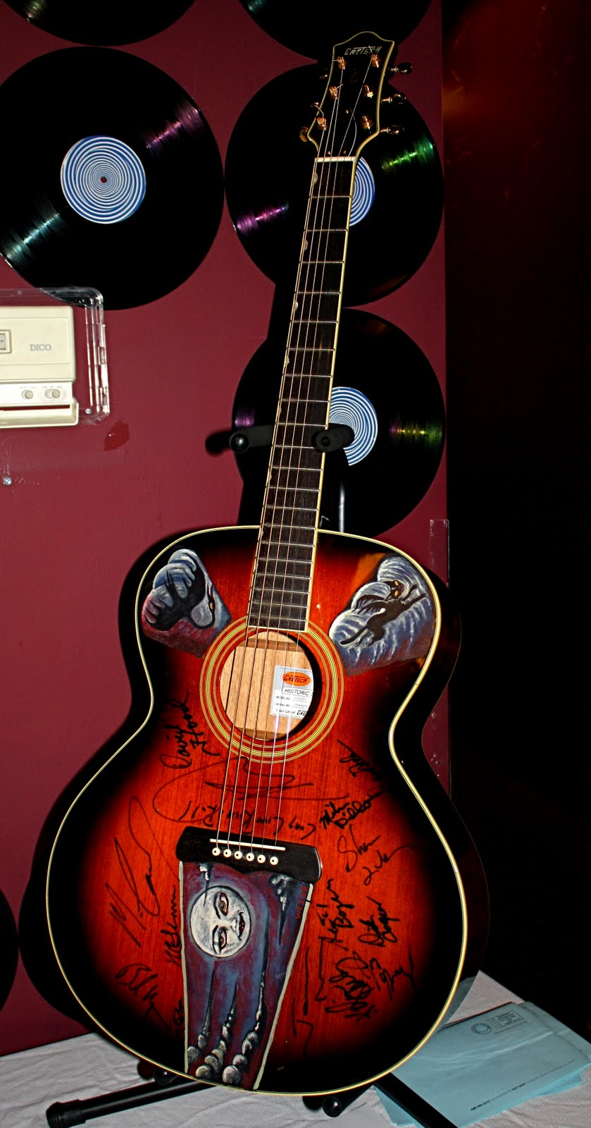 notes from space guitar art show and auction. Black Bedroom Furniture Sets. Home Design Ideas