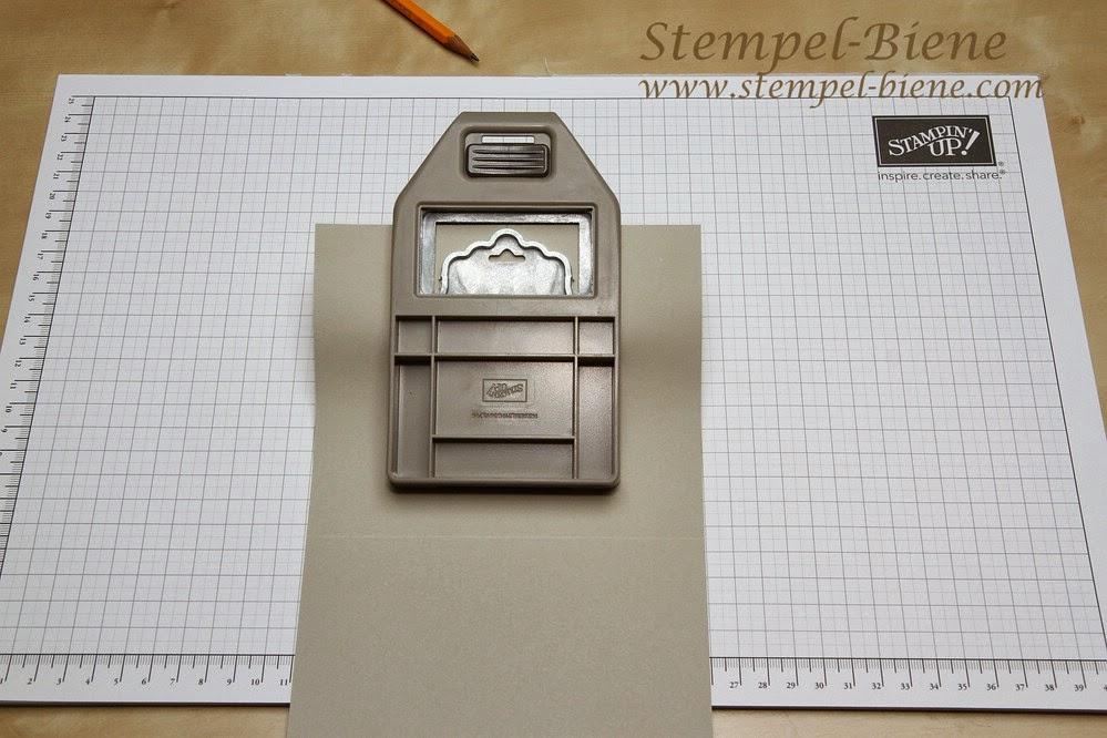 Anleitung für eine Karte mit der Stampin Up Stanze gewellter Anhänger, Laschenkarte Stanze gewellter Anhänger, Anleitung Stempel-biene