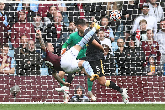 Danny Ings scores spectacular acrobatic bicycle kick during Aston Vila 2-0 victory over Newcastle