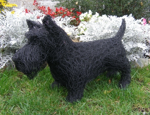 11-Scottish-Terrier-Dog-Barry-Sykes-Sculptures-of-Animals-in-Wire-www-designstack-co