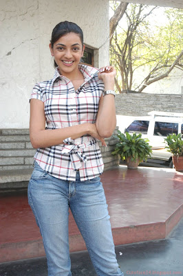 New Kajal Agarwal in Shirt and Jeans Wallpaper And Photo Collection