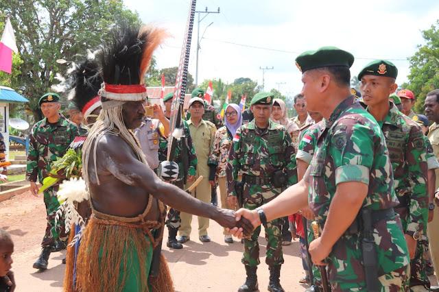 Pangdivif 2 Kostrad Kunjungi Satgas Pamtas RI-PNG Yonif MR 411 Kostrad di Merauke