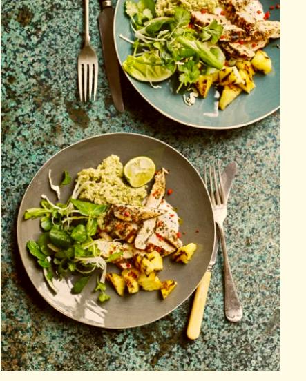 Ayam bakar dengan salad nanas hangus terlezat