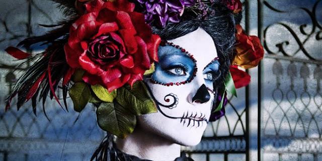 Mexicaine déguisée lors de la Fête des Morts