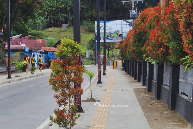 Pedestrian di Kawasan Parapat Danau Toba