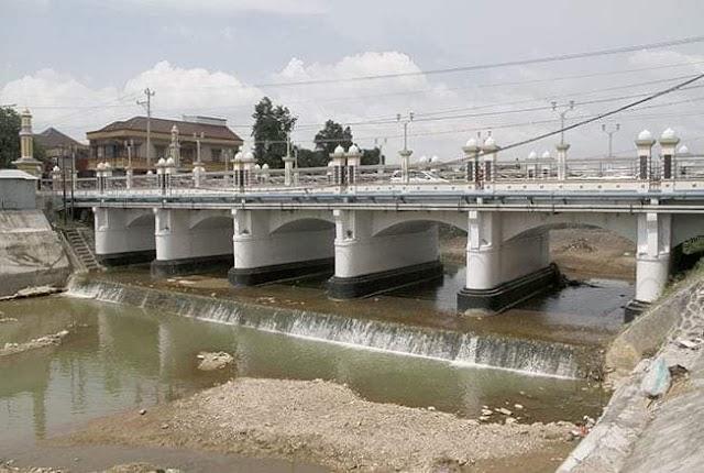 Mbuwak Pitik di Sungai Kaligelis