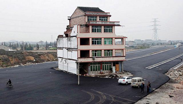Çin'de otobanın ortasında kalan ev