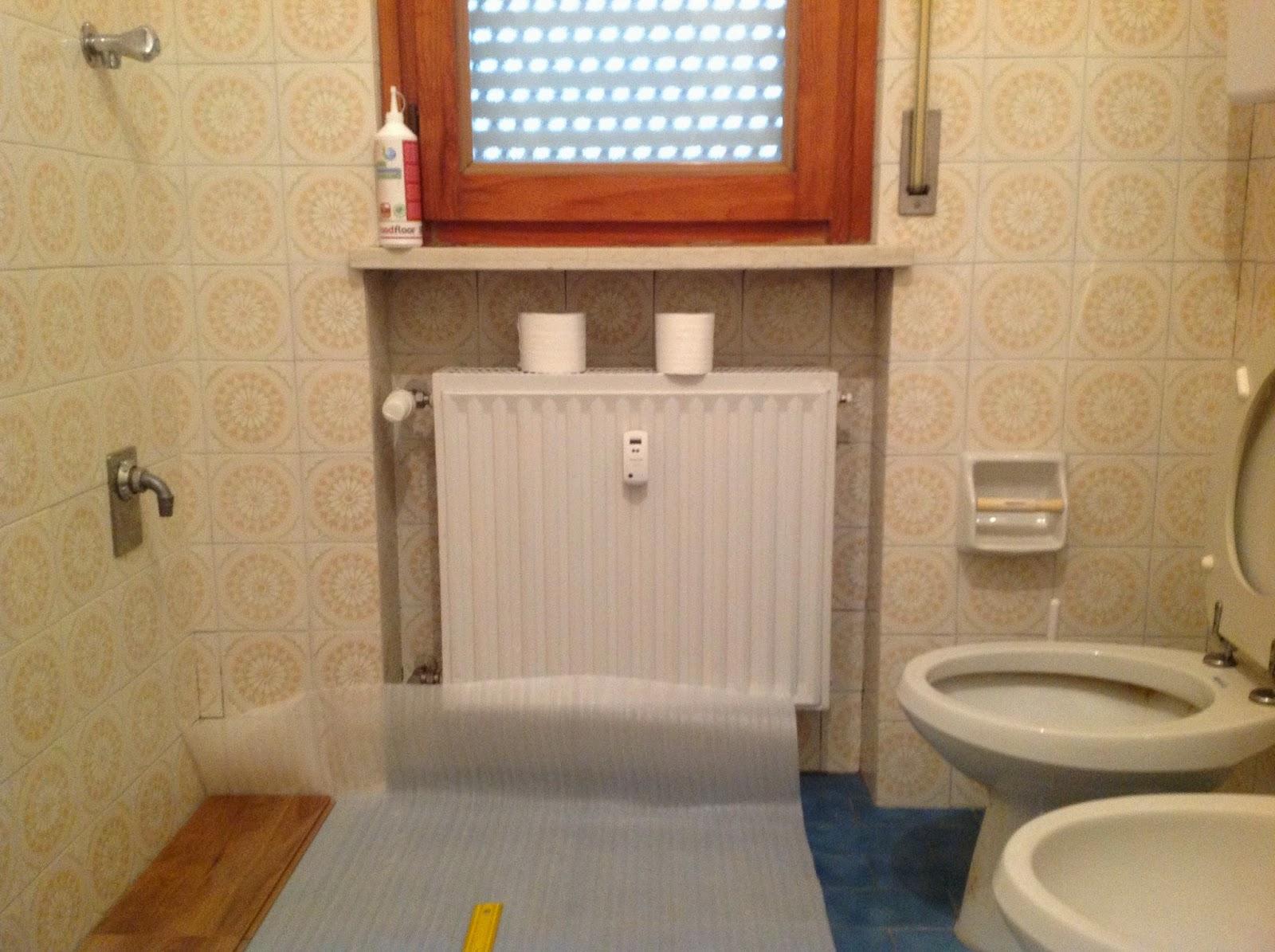 Coprire le piastrelle del bagno