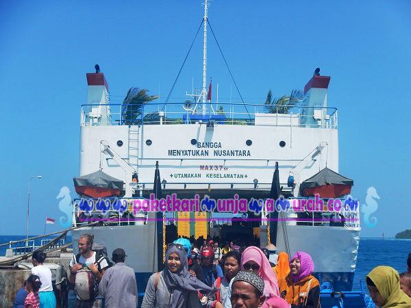 foto kapal ferry kmp siginjai jepara karimunjawa