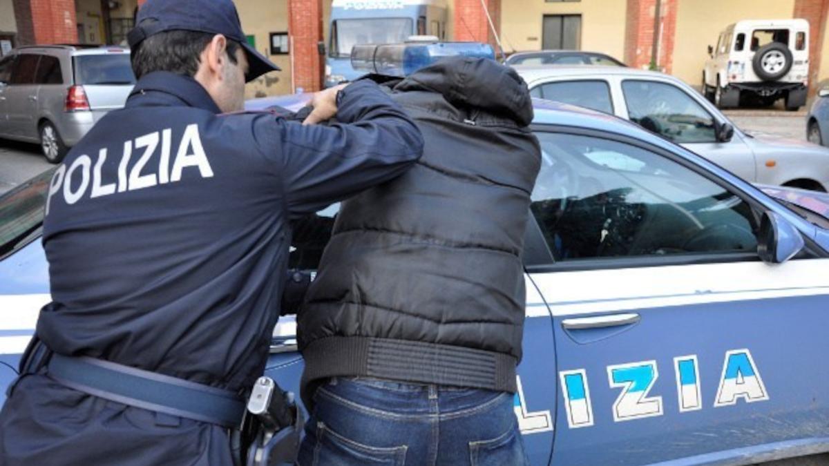Aggresione Polizia di Stato egiziano via plebiscito via grimaldi