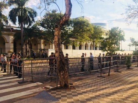 Congreso paraguayo suspende discusión sobre renuncia de Cartes