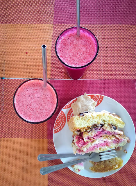 Raspberry cake and smoothies in Futaleufú, Chile