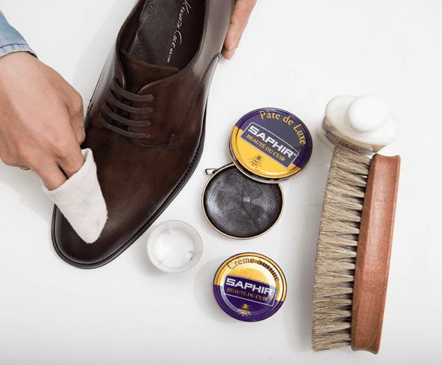 dịch vụ vệ sinh giày da trơn