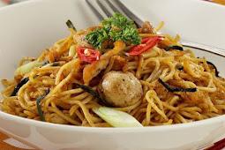 Gurih Ebi Bikin Mie Goreng Ini Makin Spesial (tasty ebi make this fried noodle more special)
