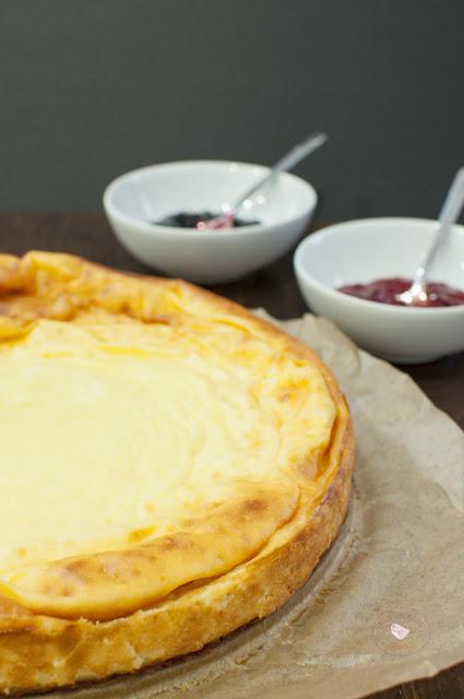 tarta de queso fresco batido y yogur griego vertical