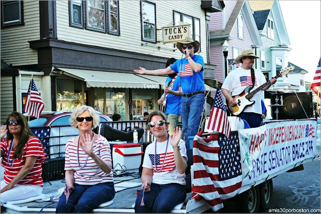 Políticos en el Desfile del 4 de Julio en Rockport