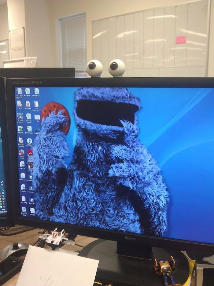 28 Creatively Hilarious Desktop Wallpapers We Wished We Had Thought Of First - Magnificent Idea