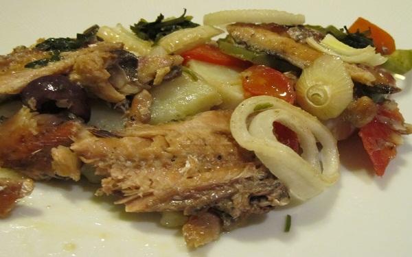 Receita de sardinhas com batatas ao forno (Imagem: Reprodução/Paleo Receitas)