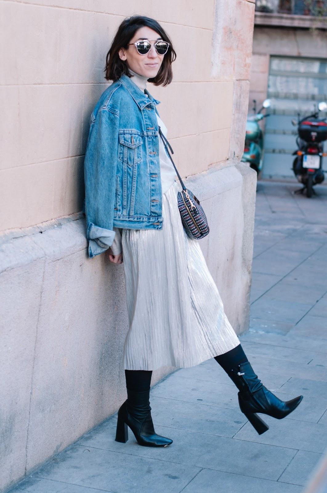botines, falda Zara, jersey Mango, chaqueta Levi's, bolso Bimba y Lola