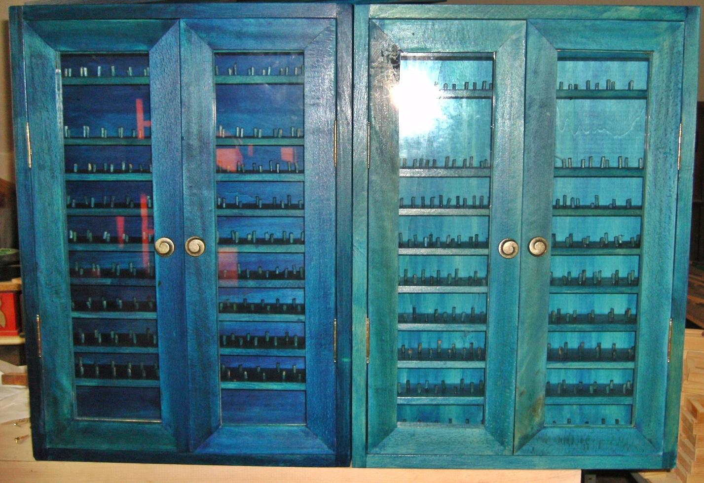 Mueble azul Un toque de color para exponer tus dedales