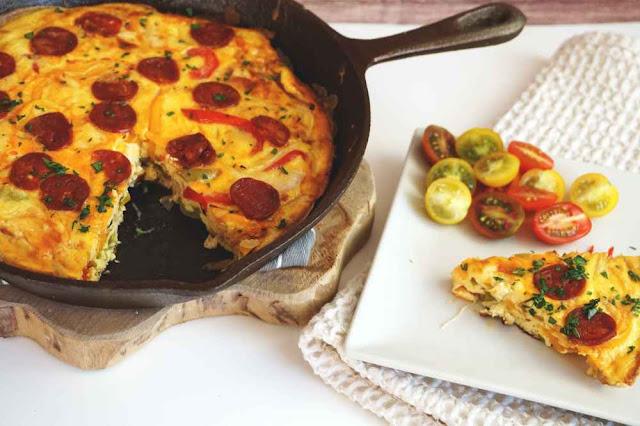 Tortilla de verduras fácil con chorizo picante