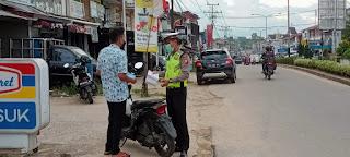 Gelar Razia, Satlantas Polres Melawi Beri Tindakan Pengendara Tak Pakai Helm dan Masker