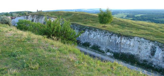 Геологические памятники Украины - шоссе на горе Кременец