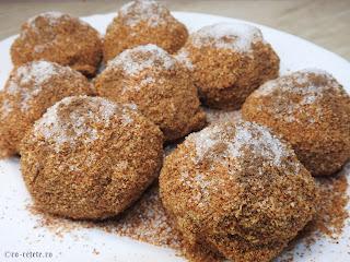 Galuste cu prune de post reteta de casa retete desert dulce prajitura cu fructe gomboti traditionali fierti cu pesmet zahar scortisoara cartofi faina,