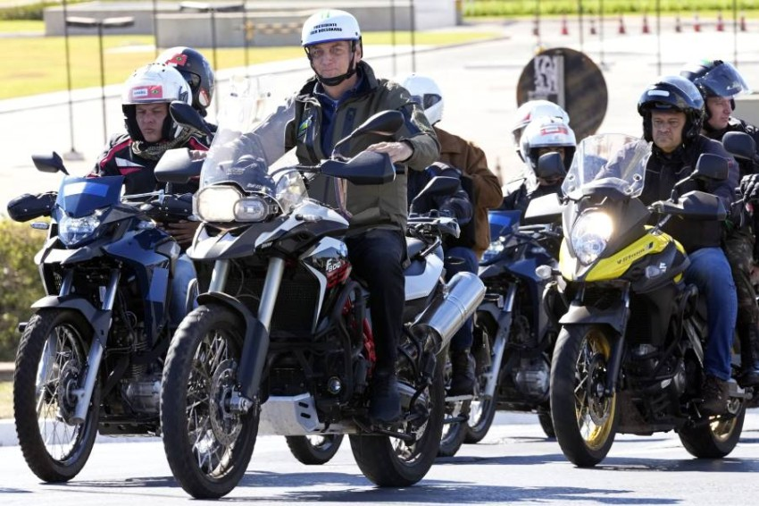 With a motorcycle, Brazilian President Jair Bolsonaro organizes another rally without masks Brazilian President Jair Bolsonaro drove a motorbike without using a mask, on Sunday, in the capital, Brasilia, during a motorbike rally.