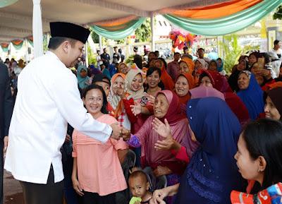 Gubernur Ridho Makan Bareng Sajian Qurban Bersama Ribuan Masyarakat Lampung