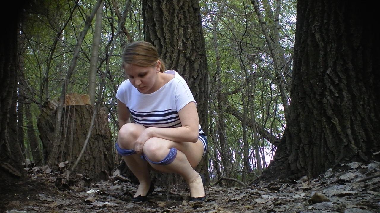 Писают женщины в парках скрытая камера