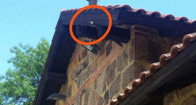 У ноћи између 29. и 30. јуна неидентификовани Шиптари поломили су и однели заставу СПЦ, која се вијорила изнад главних улазних врата у порти манастира Грачаница.  #Kosovo #Metohija #KMnovine #vesti  #RTS #Kosovoonline #TANJUG #TVMost #RTVKIM #KancelarijazaKiM #Kossev