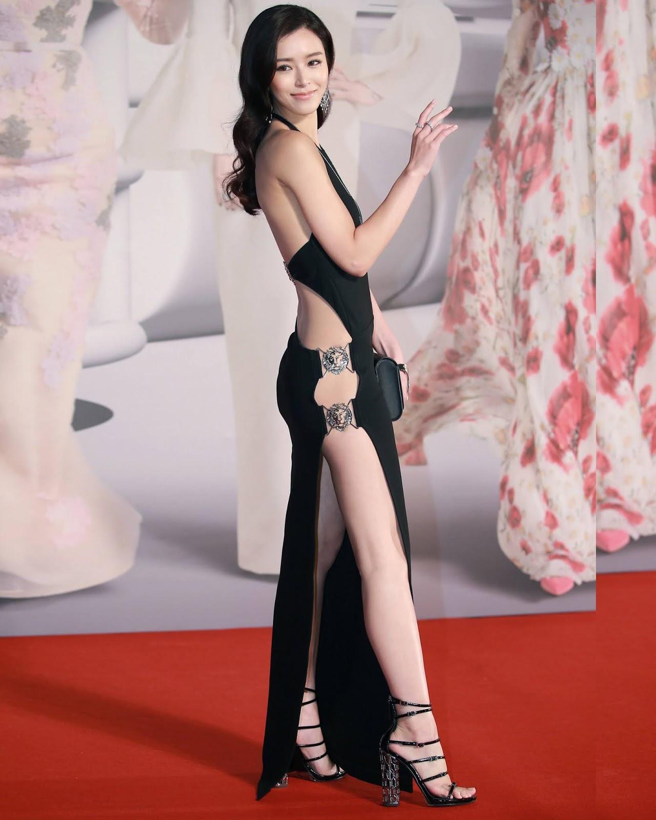 Janice Man artis hongkong dalam balutan Black Dress seksi pamer paha mulus dan kaki jenjang